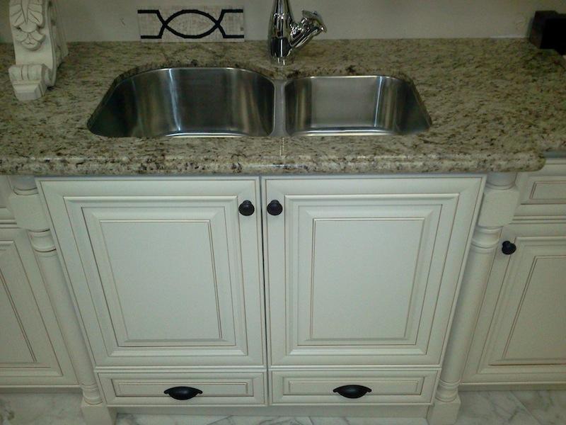 Vanilla Raised Panel Wood Kitchen Bathroom Cabinets